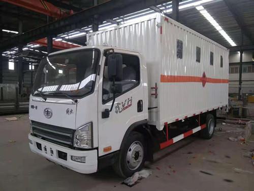 解放易燃气体厢式运输车