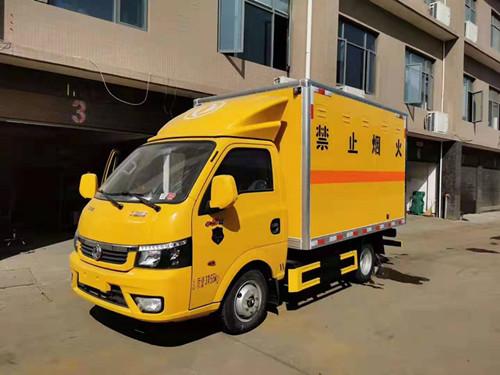 东风图逸国六小型易燃液体厢式运输车